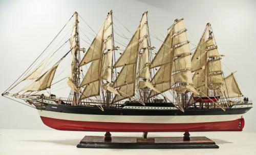 Drewniany model żaglowca