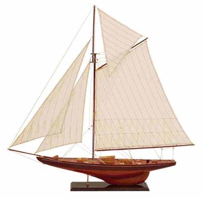 Drewniany model jachtu
